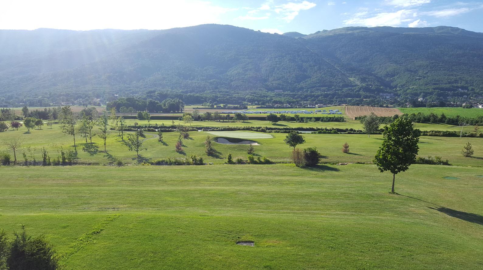 Vue sur le golf et le Jura