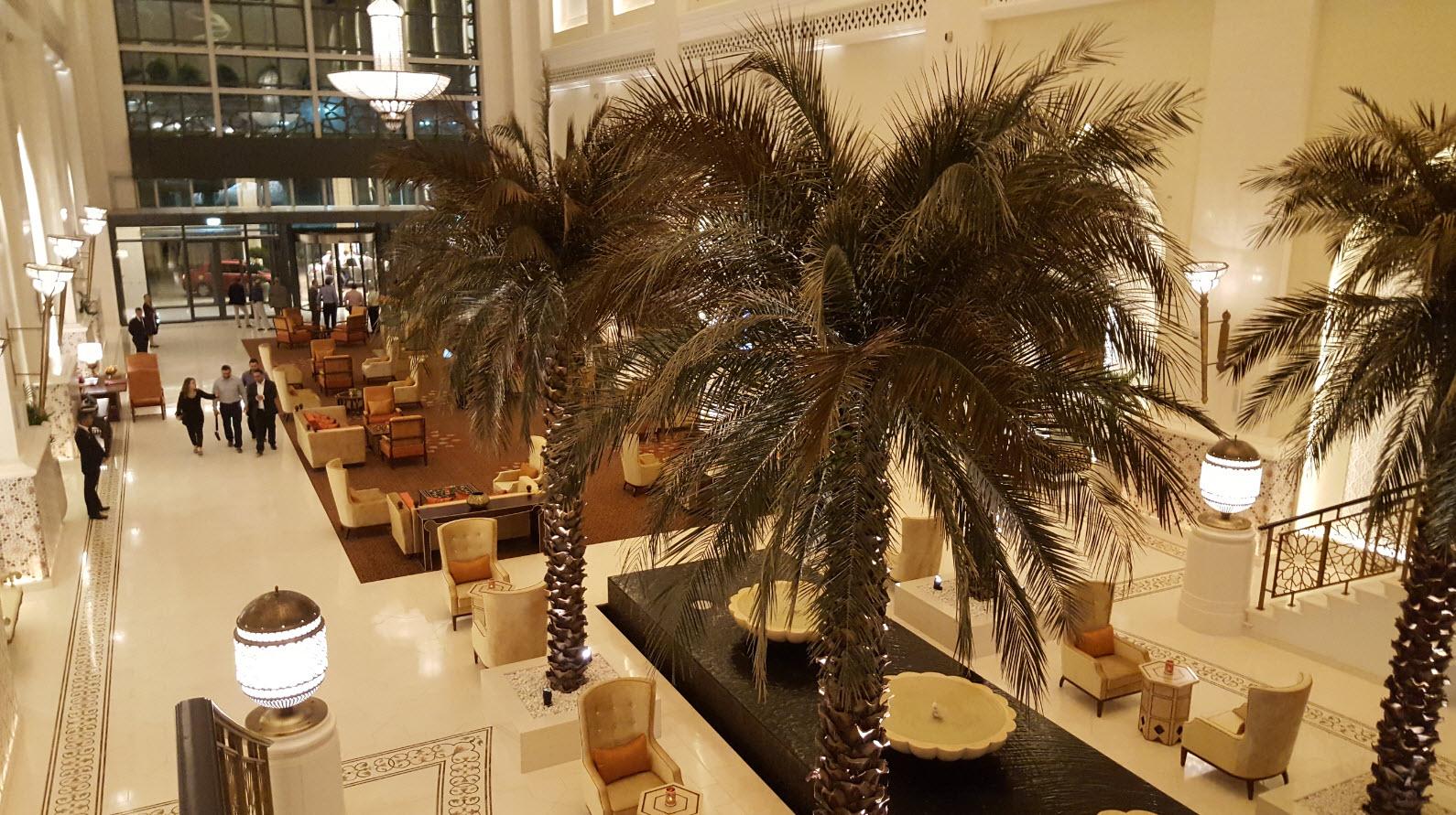 Lobby hotel Bab Al Qasr de nuit