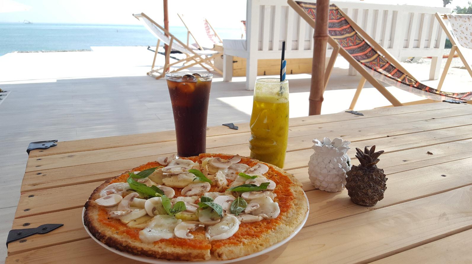 Pizza sans gluten a l'ananas