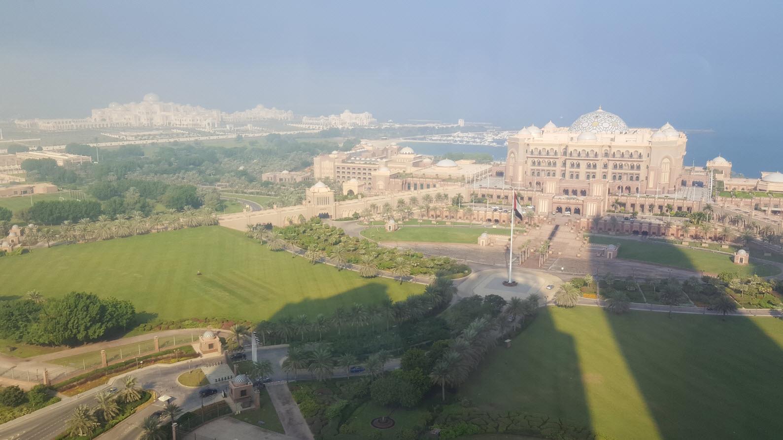 Vue sur Emirates Palace et Presidential Palace