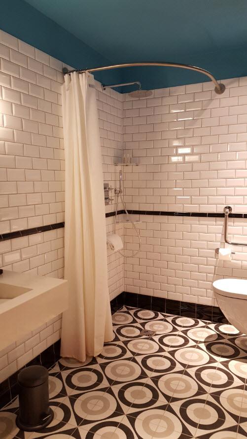 Salle de bains mobilite reduite