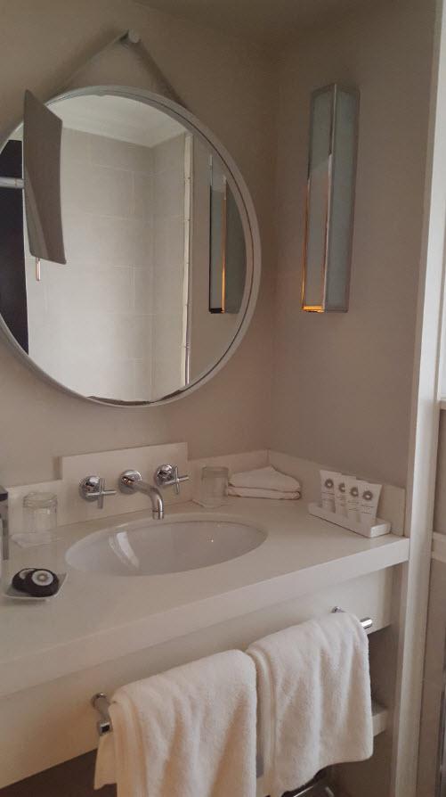 Lumiere naturelle dans la salle de bains