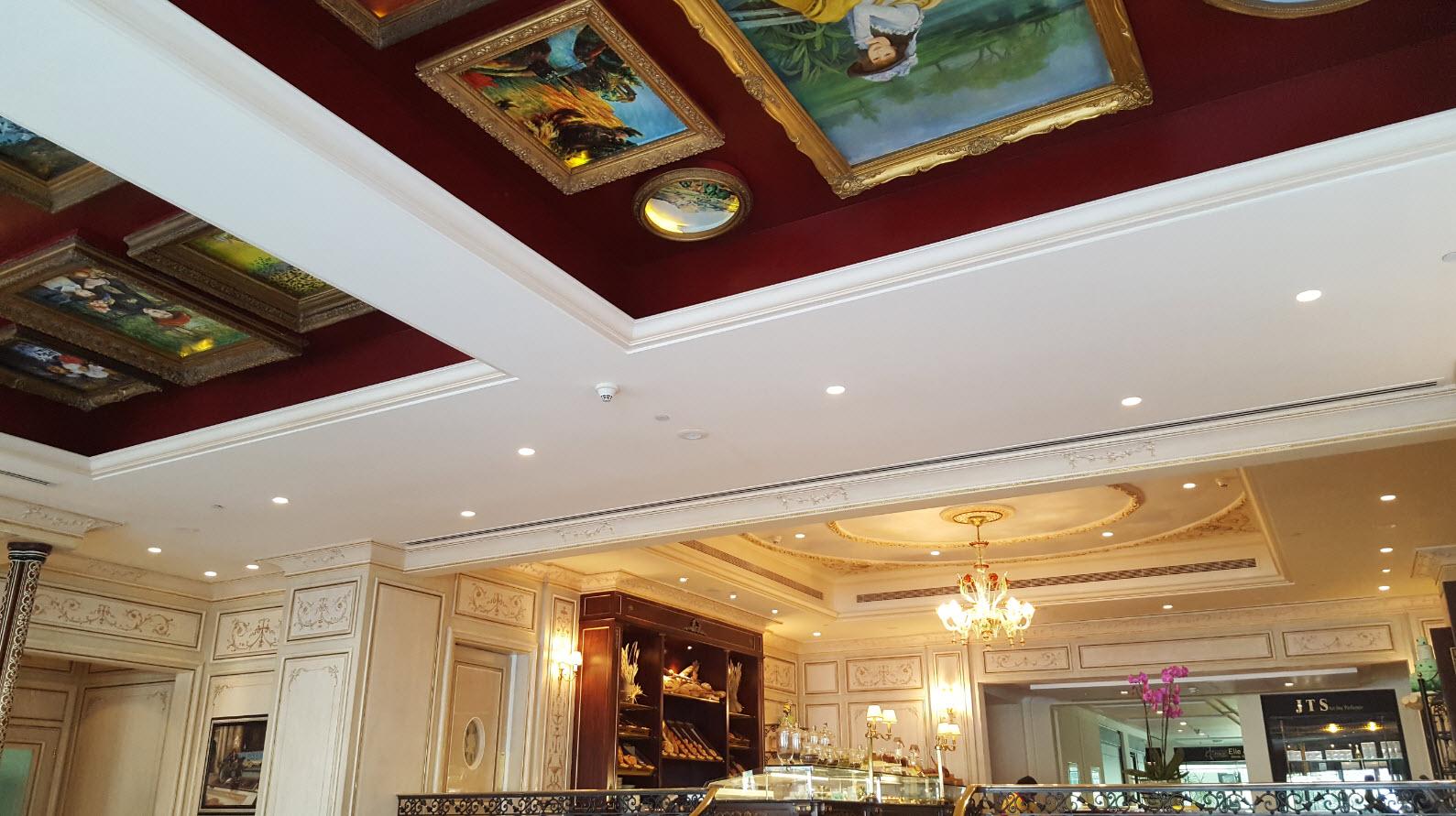 Peintures au plafond