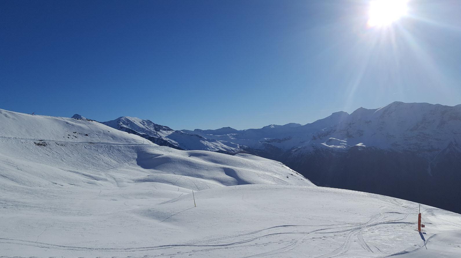 Skier sous le soleil
