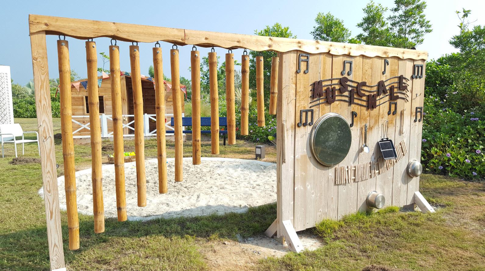 Mur de musique en bois