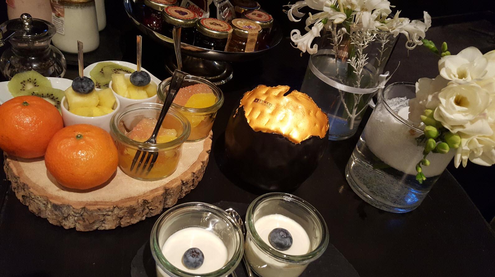 Fruits frais et yaourts