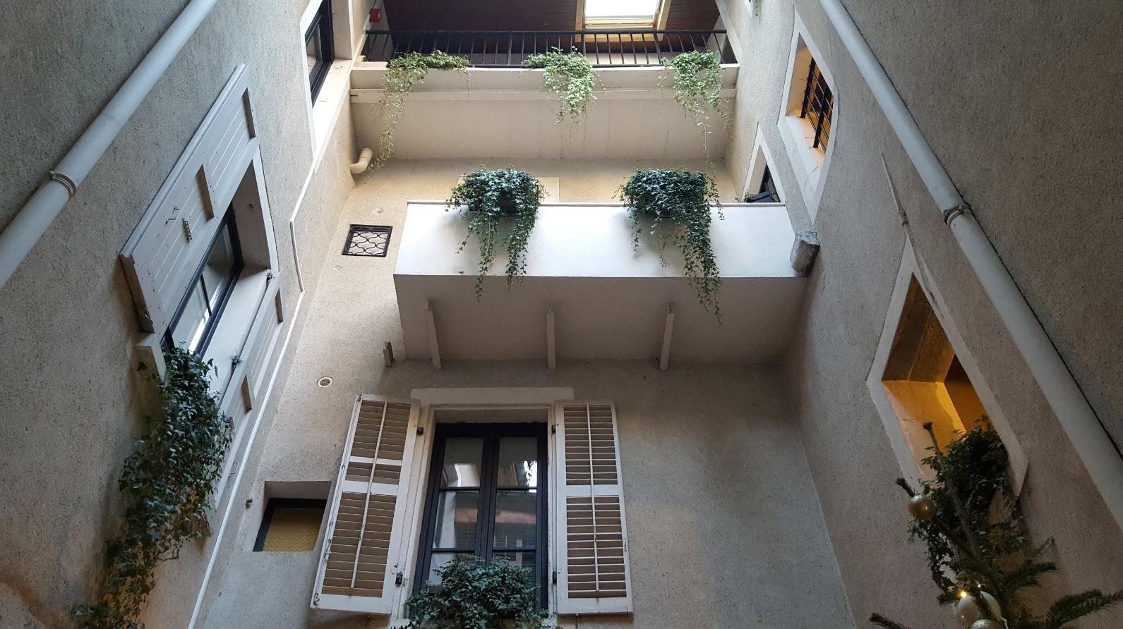 Interieur du batiment et de la cour interieure