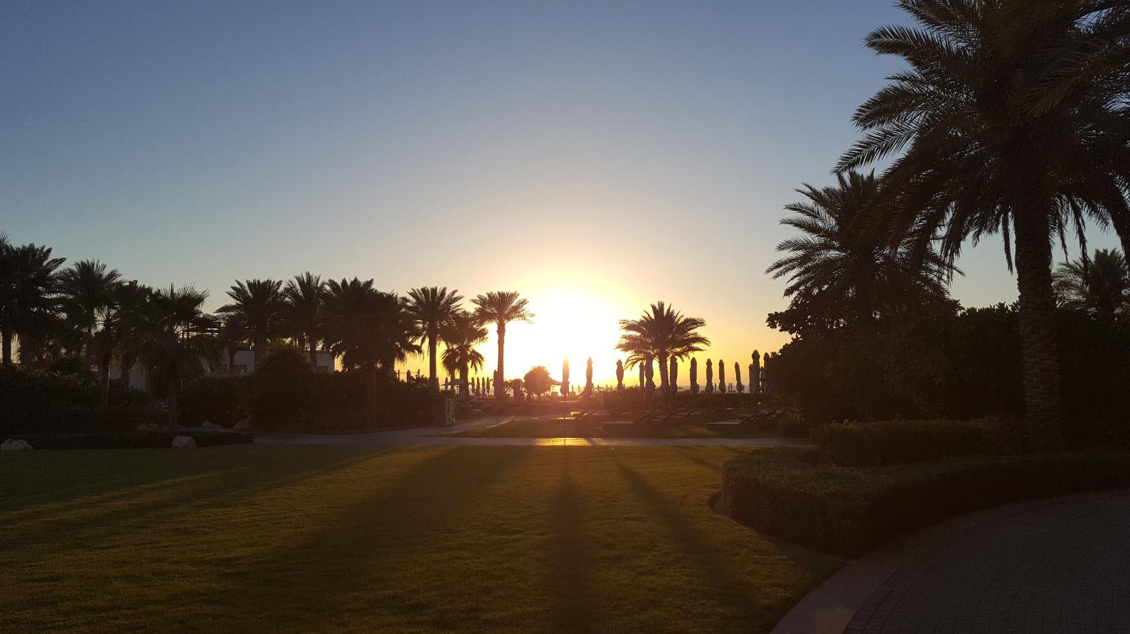 Coucher de soleil depuis les jardins et ma terrasse