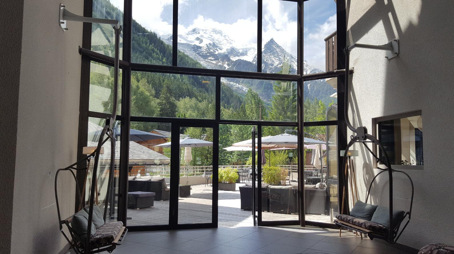 Vue sur le Mont-Blanc depuis le lobby
