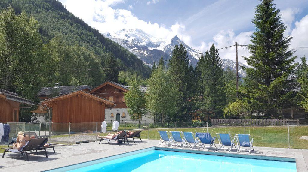 Piscine face au Mont-Blanc
