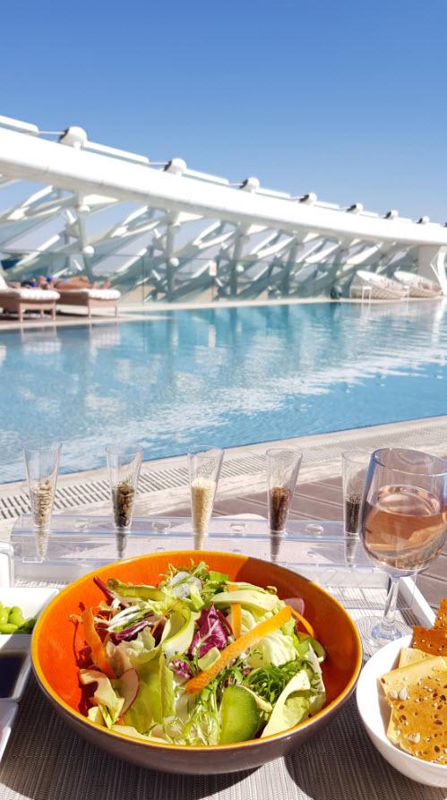 Dejeuner lounge adult pool