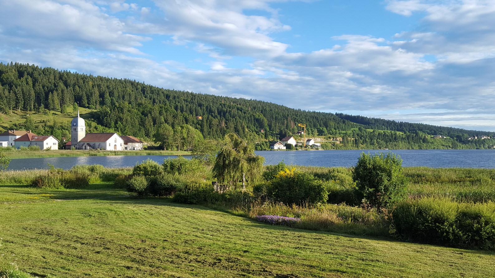 Village et lac