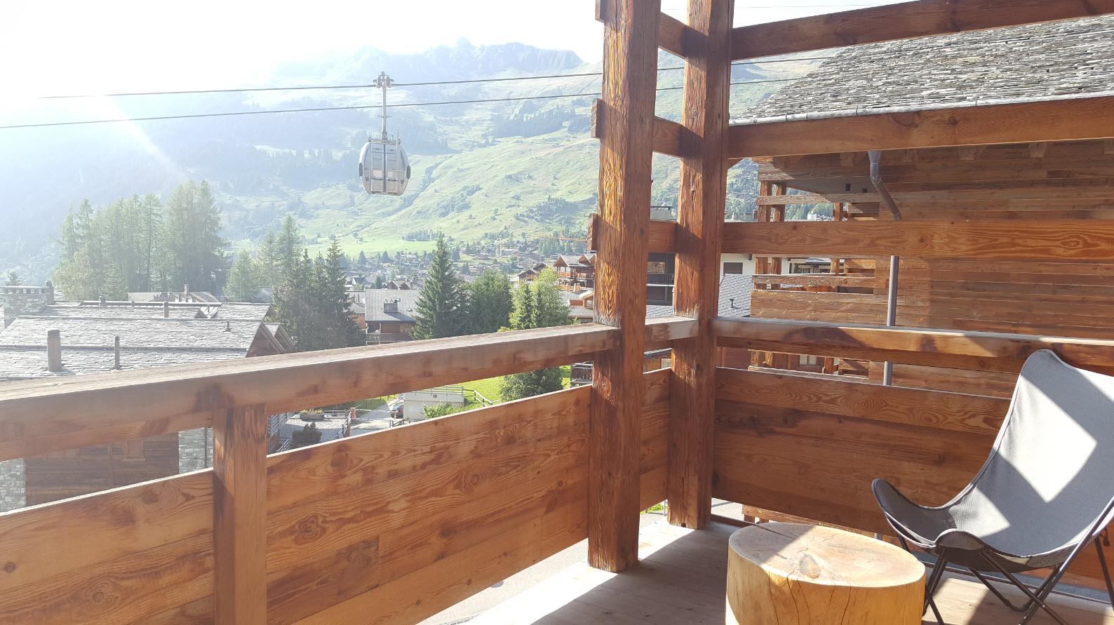 Balcon avec vue montagne