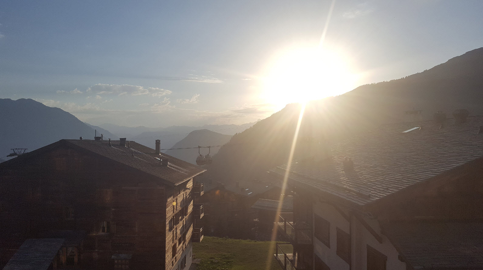 Coucher de soleil sur les montagnes