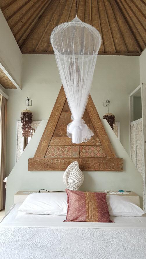 Moustiquaire sur le lit