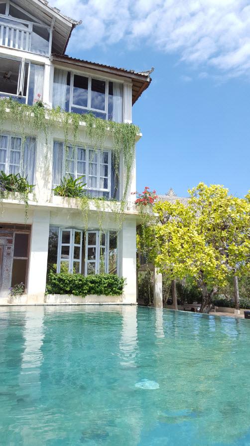 Chambres et piscine