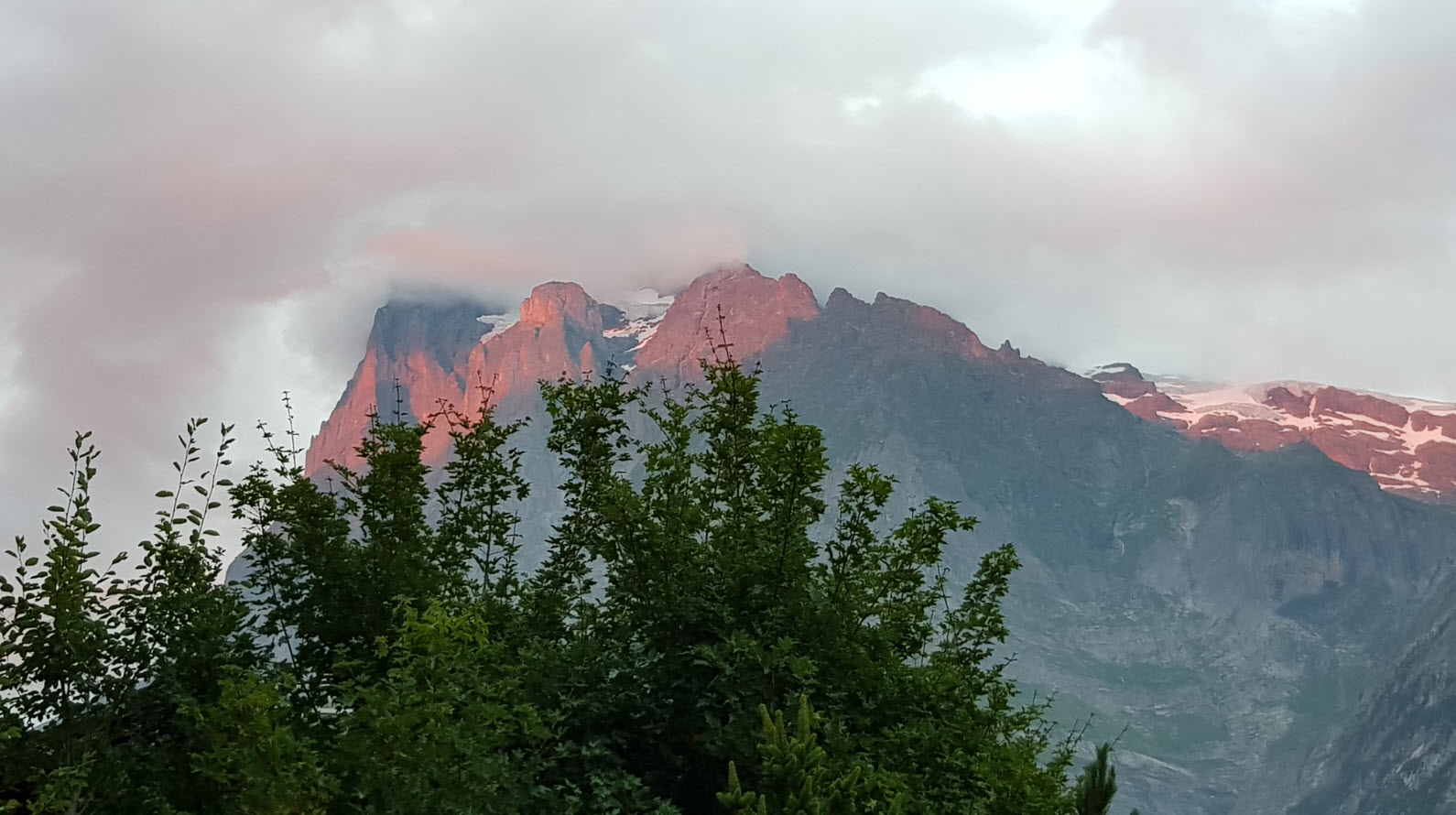 Hotel face glacier et montagne Grindelwald