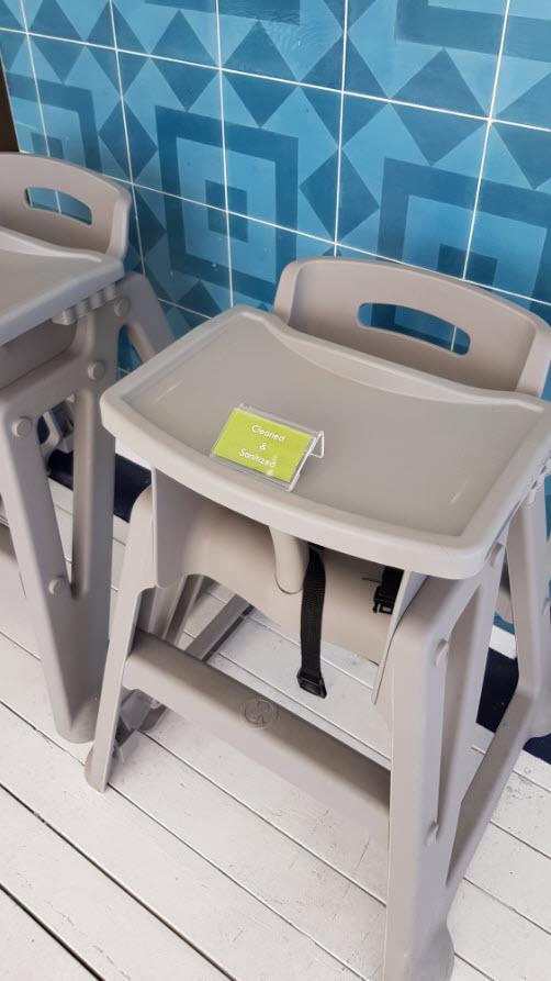 Chaises hautes desinfectees