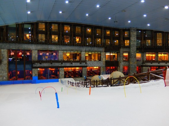 Skiing in Dubai 04