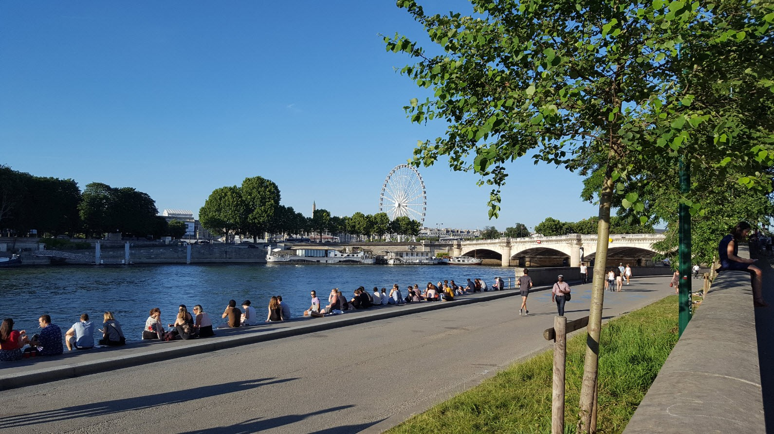 Bars et restaurants en bord de Seine a Paris