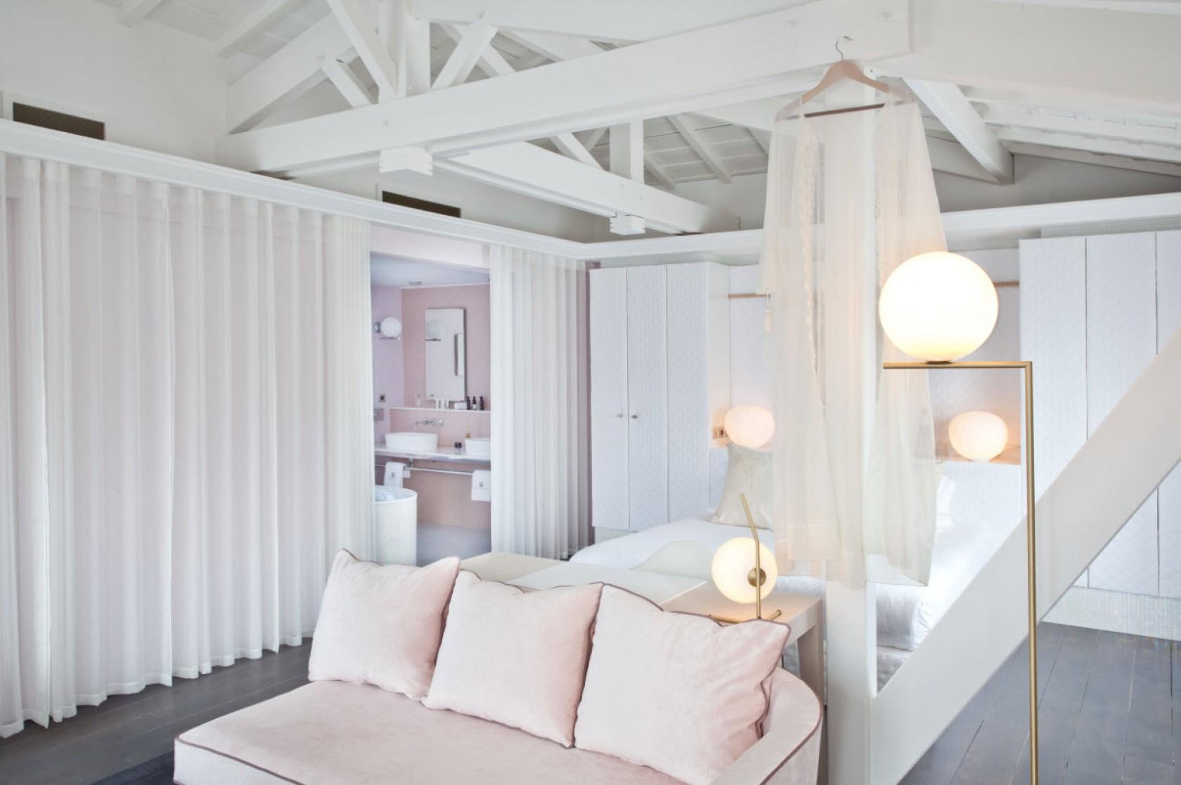 l 39 ile aux oiseaux destination inspiration for travellers. Black Bedroom Furniture Sets. Home Design Ideas